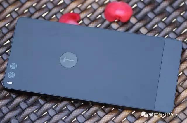 让老罗含泪的坚果Pro手机,第一时间上手体验,高清大图,看看漂亮得不像实力派的手机到底如何?
