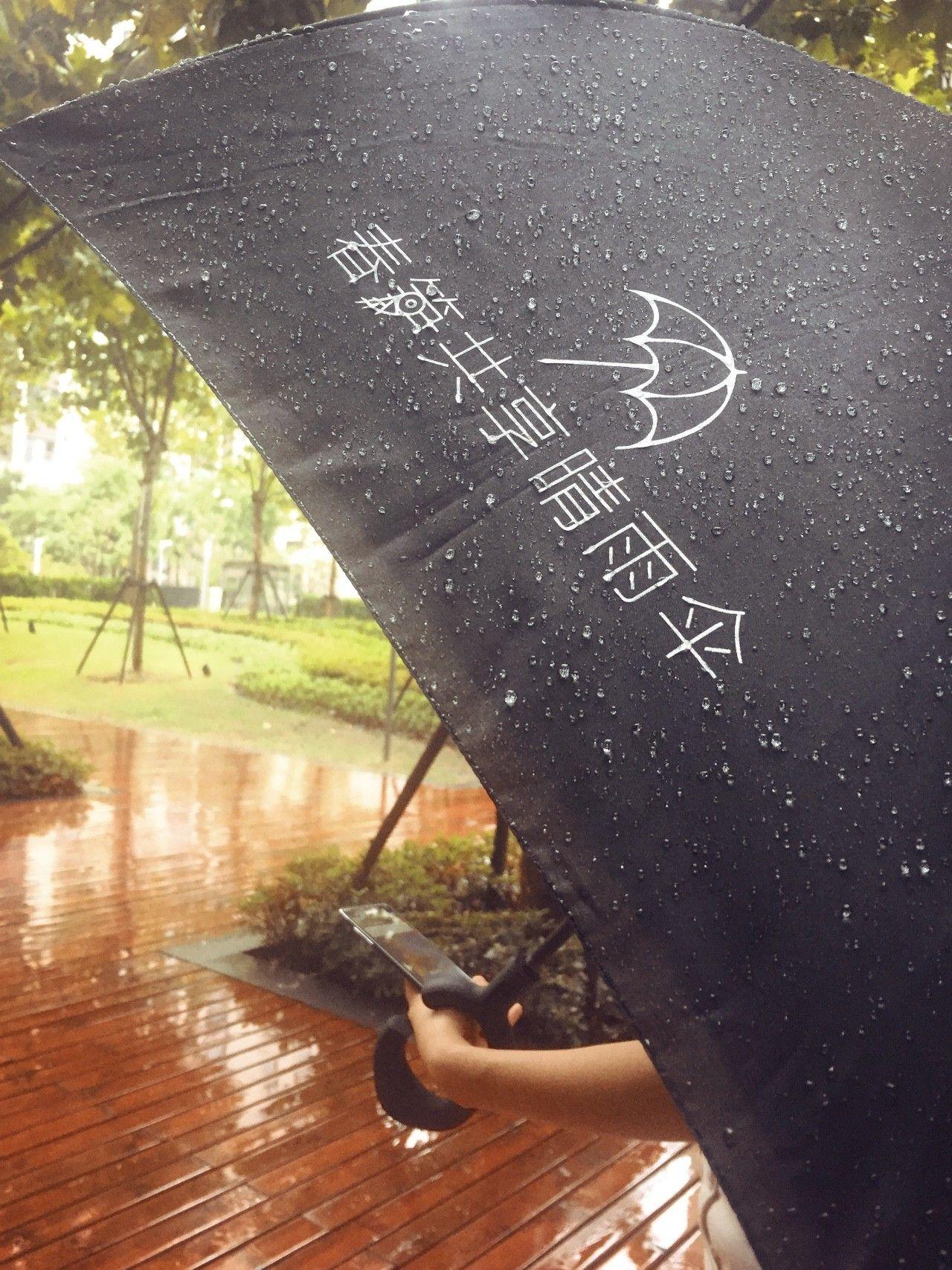 """共享雨伞再获1200万元融资,薛蛮子领投,和地铁口""""黑摩的""""一起消失的还会有10元廉价伞.."""