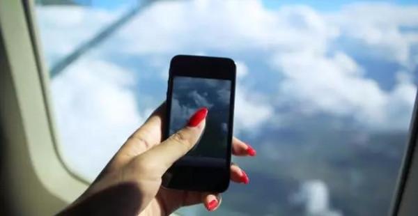 民航局允许飞机上用手机了?先别高兴得太早