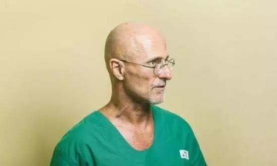 世界首例人类头部移植手术在中国成功实施;苹