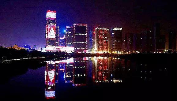 """五星酒店开进中国""""圣诞小城"""""""