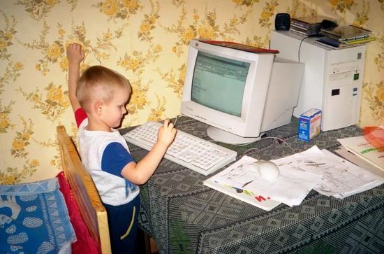 4岁的维塔利克·布特林,照片是他父亲拍摄的