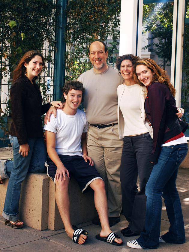 扎克伯格、他的父母和两个姐姐