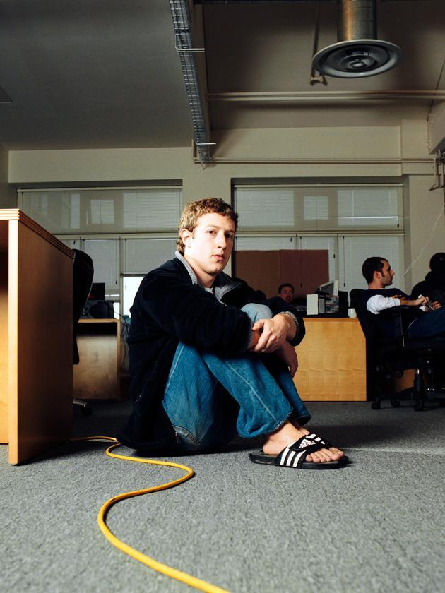 2006年3月,扎克伯格在Facebook总部办公室